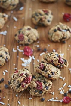 Cranberry Coconut Chocolate Chip Oatmeal Cookies © Jeanette's Healthy Living #glutenfree #Christmas #dessertrecipe