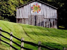 Quiltish by Allisa Jacobs: Barn Quilts - Art & Design Country Barns, Old Barns, Country Living, Country Life, Barn Quilt Patterns, Barn Art, Pattern Pictures, Barn Quilts, Covered Bridges
