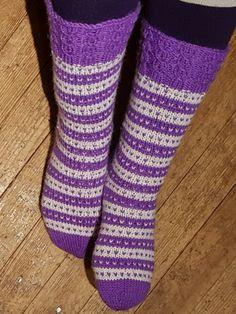 Kärjestävarteensukat | Nojatuolin uumenista Socks, Fashion, Moda, Fashion Styles, Sock, Stockings, Fashion Illustrations, Ankle Socks, Hosiery
