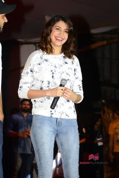 Anushka Promotes NH10 At NM College's Drishti Film Festival