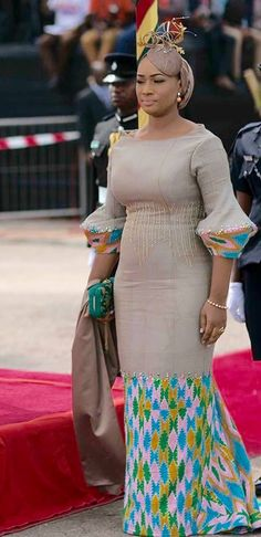 Lady of Ghana, Samira Bawumia giving Kente is due. Lady of Ghana, Samira Bawumia giving Kente is due. African Print Dresses, African Fashion Dresses, African Dress, African Prints, African Attire, African Wear, African Women, Ghana Fashion, Africa Fashion