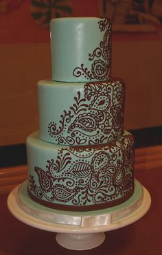 Henna tattoo cake (by saskia nollen) I think I would like this more if the base color were a sunset orange or something similar. Henna Wedding Cake, Henna Cake, Indian Wedding Cakes, Indian Weddings, Gorgeous Cakes, Pretty Cakes, Cute Cakes, Amazing Cakes, Paisley Cake