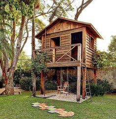 """7,118 curtidas, 91 comentários - Casa e Jardim (@casaejardim) no Instagram: """"Quem nunca sonhou em ter uma casinha no jardim? Essa, projetada pelo paisagista Odilon Claro, da…"""""""