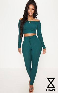 The Shape Emerald Green Ribbed Leggings. Head online and shop this season's range of curve at PrettyLittleThing. Express delivery available. High Waisted Black Jeans, High Waist Jeans, Green Outfits For Women, Mode Des Leggings, Denim Fashion, Fashion Outfits, Women's Fashion, Mode Jeans, Skinny Waist