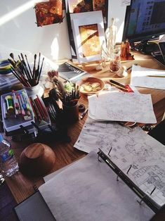 Art hoe aesthetic, aesthetic photo, artist at work, art inspo, art studios Art Hoe Aesthetic, College Aesthetic, Aesthetic Photo, Study Inspiration, Art Graphique, Art Studios, My Room, Art Photography, Room Decor