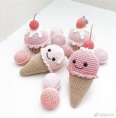 디저트카페,커피숍 등 다양한곳에 소품으로 딱일듯하죠? : 네이버 블로그 Crochet Cake, Crochet Food, Cute Crochet, Crochet For Kids, Diy And Crafts, Arts And Crafts, Crochet Projects, Crochet Earrings, Crochet Patterns