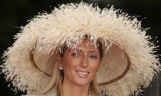 Marie Chantal Miller de Grecia, con esta espectacular pamela de plumas.
