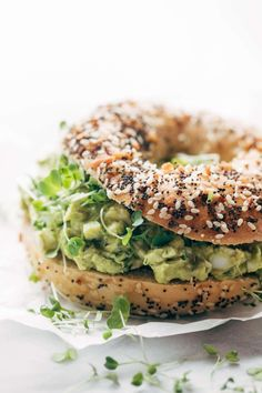 The Best Avocado Egg Salad - Pinch of Yum Avocado Egg Salad - no mayo here! just avocados, eggs, herbs, lemon juice, and salt. Especially good on an everything bagel. Breakfast Desayunos, Breakfast Recipes, Avocado Egg Breakfast, Breakfast Ideas, Vegetarian Recipes, Cooking Recipes, Healthy Recipes, Vegetarian Grilling, Healthy Grilling