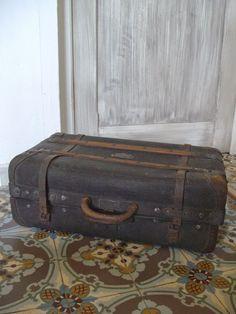 Le Vide Grenier du 62:      Dans les bagages, Malle de voyage ancien...