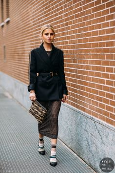 Caroline daur before the fendi fashion show. European Street Style, Street Style Edgy, Spring Street Style, Street Chic, Street Style Women, Street Styles, Milan Fashion, Love Fashion, Fashion Outfits