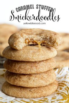 Caramel Stuffed Snickerdoodle Cookies - Soft and chewy on the inside and just slightly crisp on the outside, with that delicious cinnamon sugar crust. Just Desserts, Delicious Desserts, Yummy Food, Fall Dessert Recipes, Health Desserts, Recipes Dinner, Bbq Dessert, Crinkle Cookies, Cookies Soft