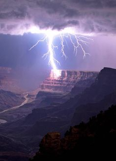 pinterest↦ xanlilinkx ❥ || Lightning striking the Grand Canyon. Travis Roe.