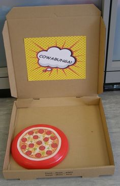 Throw the Frisbee in the pizza box at a Teenage Mutant Ninja Turtle #tmnt #party