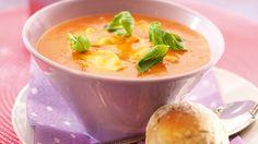 Tomaatti-raviolikeitto   Pääruoat   Reseptit – K-Ruoka Cheeseburger Chowder, Thai Red Curry, Cantaloupe, Soup, Pudding, Fruit, Ethnic Recipes, Desserts, Tailgate Desserts