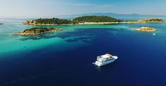 Το μοναδικό κατοικημένο νησί της Χαλκιδικής Στο τρίτο πόδι της Χαλκιδικής, βρίσκεται καλά κρυμμένος ένας μαγευτικός «μίνι» παράδεισος: Η Αμμουλιανή. By VanjaIvana shutterstock Ένας μαγευτικός συνδυασμός χρυσής και ψιλής αμμουδιάς, γαλαζοπράσινης θάλασσας, βλάστησης και γιγαντόσωμων βράχων. By VanjaIvana shutterstock_ Πριν από κάποια χρόνια στο νησί δεν υπήρχαν πολλά ξενοδοχεία, ταβέρνες και μπαράκια. Οι επιλογές ήταν […] The post Αμμουλιανή: Το κρυφό διαμάντι της Χαλκιδικής με τις εξωτικές Airport Transportation, Transportation Services, Thessaloniki, Taxi, Greece, Places, Water, Outdoor, Trust