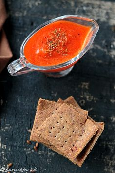 Flax seeds crackers, egg free and healthy with roasted red bell pepper dip! #recipes #healthy #baking #cookies