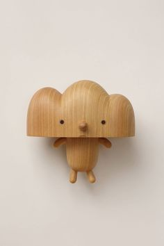I'm in love with these adorable wooden critters by Taiwan based wood artist Yan Ruilin. Wood Animals, Art Jouet, Wood Snowman, Into The Woods, 3d Prints, Vinyl Toys, Designer Toys, Wood Toys, Wood Carving