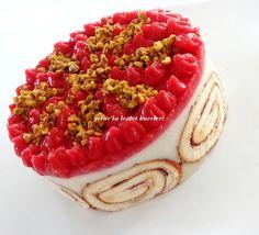 hafif lezzetli bir pasta yemek isteyenlere tavsiyemdir.nefis oluyor...ayrıca çokta şık... malzemeler: 1 paket rulo hazır ...