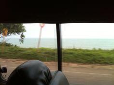 Junto al mar....hermosa carretera.