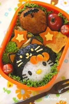 Today's bento was inspired from Akinoichigo's book, but i modified a little bit. I made panda bento for Elaine, because for two days in. Bento Kawaii, Japanese Bento Box, Japanese Food Art, Japanese Culture, Cute Bento Boxes, Bento Box Lunch, Bento Food, Hello Kitty Halloween, Halloween Cat