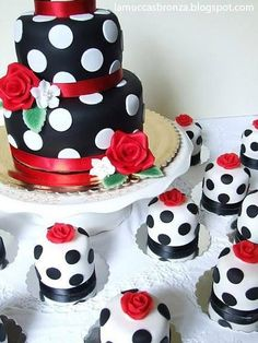 Poka dot Cake and Mini Cakes - For all your cake decorating supplies, please… Pretty Cakes, Cute Cakes, Beautiful Cakes, Amazing Cakes, Fancy Cakes, Mini Cakes, Cupcake Cakes, Cake Fondant, Unique Cakes