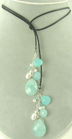 What a lovely necklace for spring and summer!