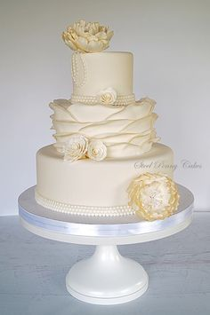 Featured Wedding Cake: Steel Penny Cakes; Chic Daily Wedding Cake Ideas (New!). To see more: http://www.modwedding.com/2014/07/09/chic-wedding-cake-ideas/ #wedding #weddings #wedding_cake Featured Wedding Cake: Steel Penny Cakes