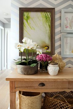 Arranging Vignettes. Give the members of your vignette a reason to be together. Relate them by color, texture, theme, shape and/or pattern. When one or more of these elements is repeated, the eye travels enjoyably around the vignette.