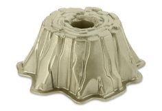 Read and find product information about Stump de Noel Bundt Cake Pan at Kitchen. Baking Supplies, Baking Tools, Baking Pans, Decorating Supplies, Decorating Tips, Holiday Desserts, Holiday Cookies, Beautiful Cakes, Amazing Cakes