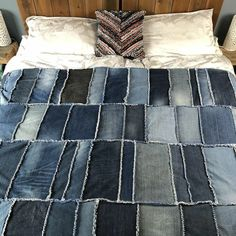 DIY Denim Rag Quilt, transform your old denim jeans into a beautiful denim quilt. Learn how to make a rag quilt. Making a rag quilt is a great use of jeans. Denim Quilts, Denim Quilt Patterns, Blue Jean Quilts, Bag Patterns, Patchwork Jeans, Quilting Patterns, Quilting Ideas, Jean Crafts, Denim Crafts