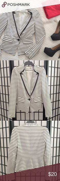 STRIPED BLAZER Trendy white blazer with black stripes, black collar accent, and black buttons.   EUC. Has two front pockets and light padding in the shoulders for structure.   ◾️ The black heels shown in the cover photo are also for sale in a separate listing. Forever 21 Jackets & Coats Blazers