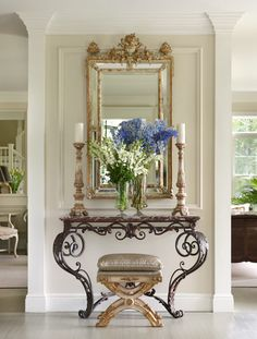 Foyer and flowers / Interior decoration Luxury Interior, Home Interior, Interior And Exterior, Foyer Decorating, Interior Decorating, Decorating Ideas, Halls, Enchanted Home, Beautiful Mirrors