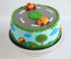 Ha a gyerek autós tortát akar... - ötletek és technikák egyszerűen autós designhoz   Sweet & Crazy Toddler Birthday Cakes, 2nd Birthday Party For Boys, Creative Cake Decorating, Creative Cakes, Cars Theme Cake, Car Cakes For Boys, Transportation Birthday, Black Forest Cake, Cake Craft