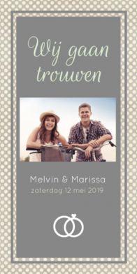 Trendy trouwkaart met stippen achtergrond