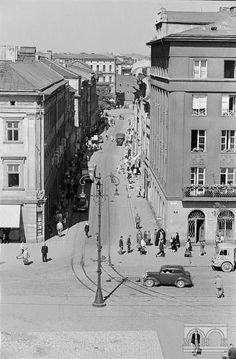 Ul. Szewska - widok z dachu Sukiennic 1955-1959 Old Photos, Poland, Portal, City Photo, Maine, Street View, Cities, Period, Vintage