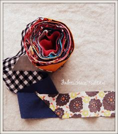 グルグル~。 20cm~30cmくらいに残った小さめのハギレを集めて、6cm幅のバイアスを作りました。 布目をナナメにカットした布を縫い繋ぎます。
