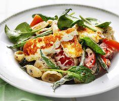 Krämig pasta med halloumi och tomat | Recept ICA.se Veggie Recipes, Pasta Recipes, Dinner Recipes, Cooking Recipes, Veggie Food, Vegetarian Cooking, Vegetarian Recipes, Healthy Recipes, Pasta