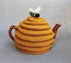 more fun Teapot Cozies ______________________________________________ Ravelry: frazzledknitter's Beehive Tea Cozy project; beehive tea cozy pattern by Patons _______________________________________________ Tea Cosy Knitting Pattern, Tea Cosy Pattern, Knitting Patterns Free, Free Knitting, Crochet Patterns, Scarf Patterns, Knitting Wool, Vintage Knitting, Dress Patterns