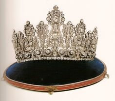 Grand Tiara of the House of Nassau. Early19th century. Grand Ducal Court of Luxembourg collection .