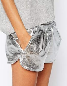 Adidas Originals Metallic Shorts women beauty and make up Sport Fashion, Look Fashion, Mode Style, Style Me, Camouflage Cargo Pants, Metallic Shorts, Silver Shorts, Looks Street Style, Style Outfits