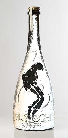 Botella de Cerveza MUSTACHE (MICHAEL JACKSON) pintada a mano por Dokidoki Planet. De venta en dokidokiplanet.com