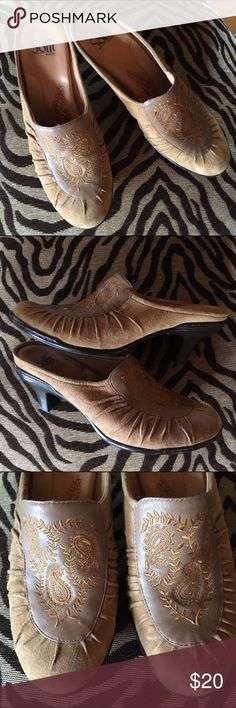 Sofft suede mules. Worn once around House EUC❤️ Sofft Camille mules. Suede and leather mules. Size 10 but run smaller. I'd say a 9 perfect. 2.5 heel. Tan camel color. Sofft Shoes Mules & Clogs