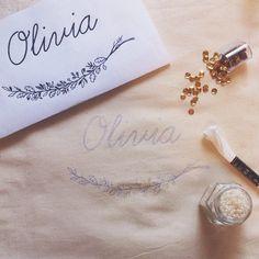 Dezembro vai dar as boas-vindas para Olivia ✨ #clubedobordado #bordado #december #embroidery #handmade #handembroidery #flowembroidery #maternity #exclusive #order #almostdone #wip #workinprogress #feitoamão #sp #brasil