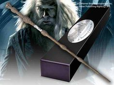 Harry Potter - The Elder wand with Nameplate Noble Albus Dumbledore Wand Magie Harry Potter, Objet Harry Potter, Harry Potter Dolls, Harry Potter Magic, Harry Potter Gifts, Albus Dumbledore, Lord Voldemort, Slytherin, Baguettes Harry Potter
