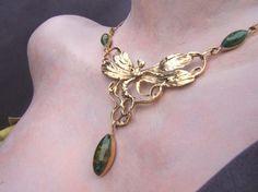 collier fée art nouveau laiton doré verre vert