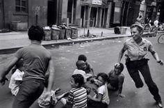 Policía jugando con los niños, Harlem, 1978