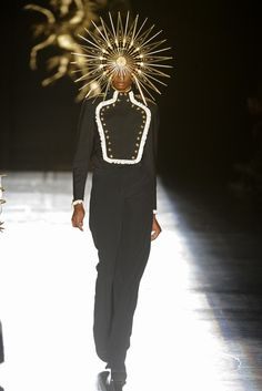 Philip Treacy hat couture on the runway