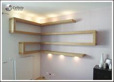 Narożne, podświetlane, bardzo wytrzymałe półki na książki. - zdjęcie w galerii pomysłów Styl