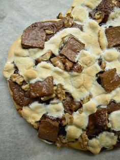 Dessert Pizza: Nutella, Marshmallows, Chocolate and Walnuts...my oh my.