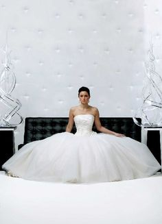 Wow! Crazy big wedding dress